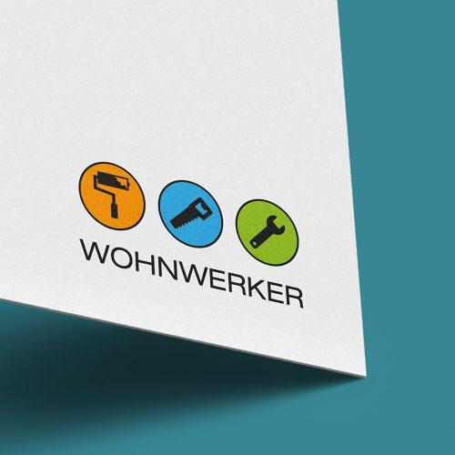Wohnwerker, Visitenkarten-Ausschnitt auf grünem Hintergrund mit Logo und Schriftzug Design