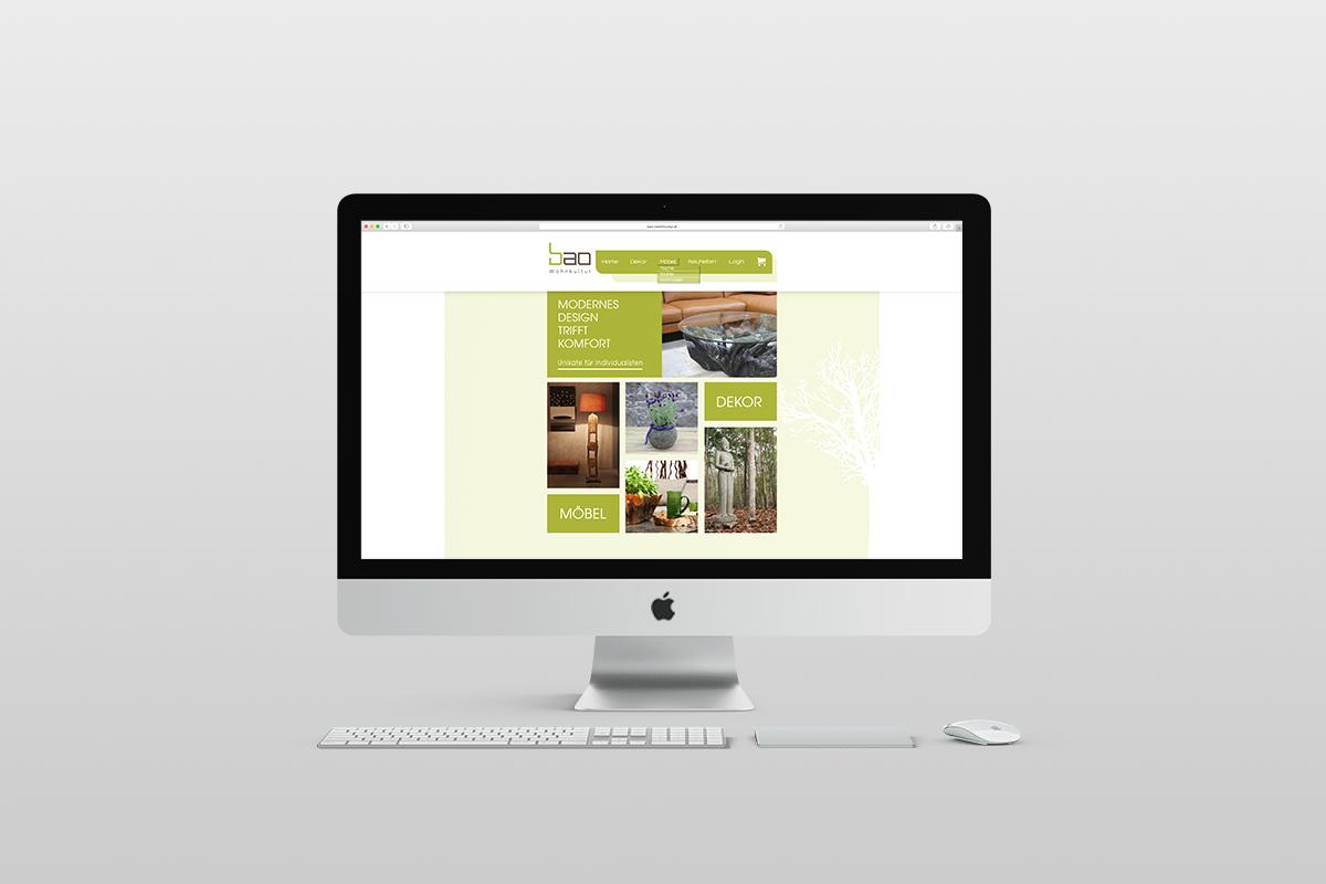 Apple PC mit Tastatur und Maus vor hellem Hintergrund. Desktopbild Bilder und Text auf grünem Hintergrund, in Kacheln dargestellt