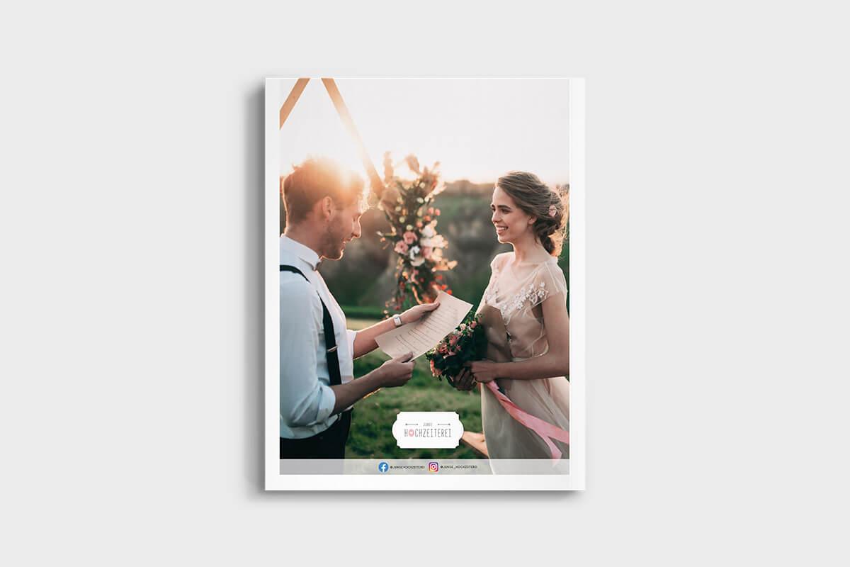 Rückseite Hochzeitsmagazin, glückliches Hochzeitspaar auf Wiese